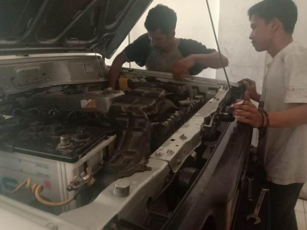 SPESIALIS ENGINE DAN TRANSMISI - Bengkel Spesialis Engine Solar Bensin dan Transmisi Pekanbaru