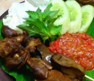 Ayam Bakar Ranggo Lawe 13 300x259 - Ayam Bakar Ronggolawe - Warung Ayam Bakar Enak Pekanbaru